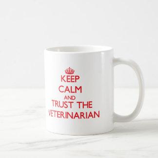 Gardez le calme et faites confiance au vétérinaire mug