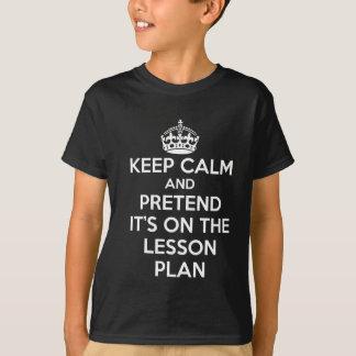GARDEZ LE CALME ET FEIGNEZ-LE est SUR LA PIÈCE EN T-shirt