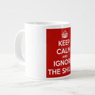 Gardez le calme et ignorez les compères tasse géante