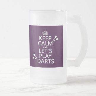Gardez le calme et jouons les dards mug en verre givré