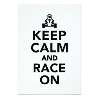 Gardez le calme et la course dessus carton d'invitation 8,89 cm x 12,70 cm