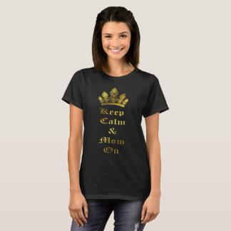 Gardez le calme et la maman sur le T-shirt de