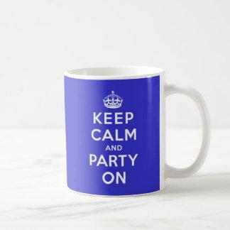 Gardez le calme et la partie dessus mug