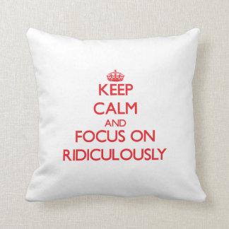 Gardez le calme et le foyer dessus ridiculement coussin