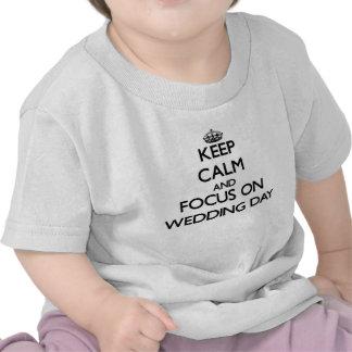 Gardez le calme et le foyer le jour du mariage t-shirts