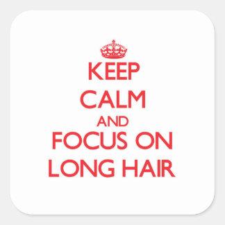 Gardez le calme et le foyer sur de longs cheveux sticker carré
