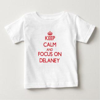 Gardez le calme et le foyer sur Delaney T-shirt Pour Bébé