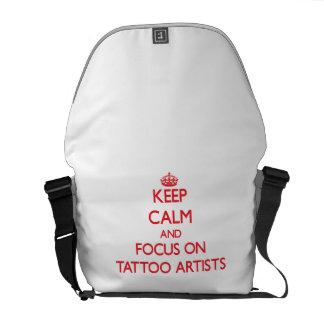 Gardez le calme et le foyer sur des artistes de sacoche