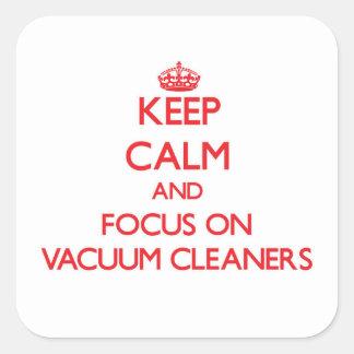 Gardez le calme et le foyer sur des aspirateurs stickers carrés