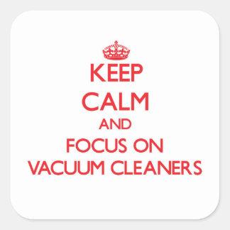 Gardez le calme et le foyer sur des aspirateurs sticker carré