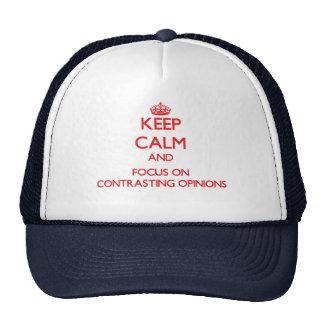 Gardez le calme et le foyer sur des avis casquette