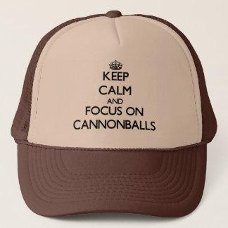 Gardez le calme et le foyer sur des boulets de casquette