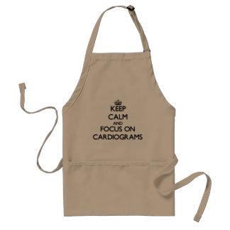 Gardez le calme et le foyer sur des cardiogrammes tablier