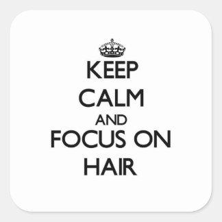 Gardez le calme et le foyer sur des cheveux stickers carrés