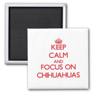 Gardez le calme et le foyer sur des chiwawas magnet carré