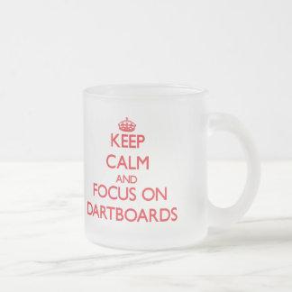 Gardez le calme et le foyer sur des cibles mug en verre givré