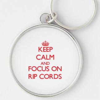 Gardez le calme et le foyer sur des cordes de porte-clef