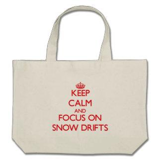Gardez le calme et le foyer sur des dérives de sacs en toile