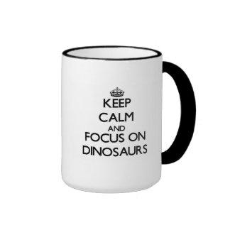 Gardez le calme et le foyer sur des dinosaures