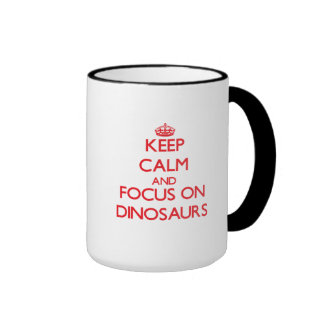 Gardez le calme et le foyer sur des dinosaures mug ringer