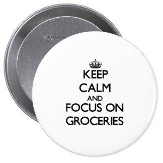 Gardez le calme et le foyer sur des épiceries badge avec épingle