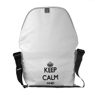 Gardez le calme et le foyer sur des études sacoches