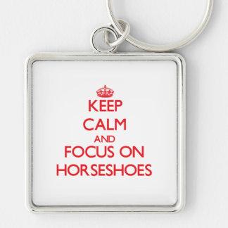 Gardez le calme et le foyer sur des fers à cheval