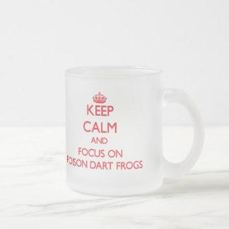 Gardez le calme et le foyer sur des grenouilles de mug en verre givré