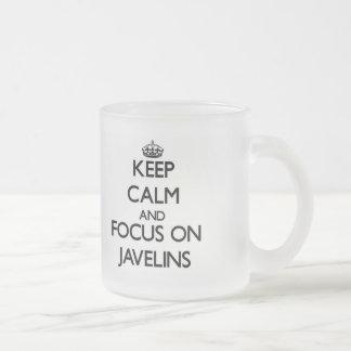 Gardez le calme et le foyer sur des javelots mug en verre givré
