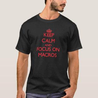 Gardez le calme et le foyer sur des macros t-shirt