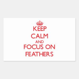 Gardez le calme et le foyer sur des plumes autocollants