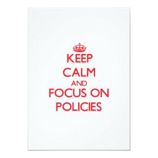 Gardez le calme et le foyer sur des politiques carton d'invitation  12,7 cm x 17,78 cm
