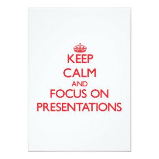 Gardez le calme et le foyer sur des présentations invitations personnalisées