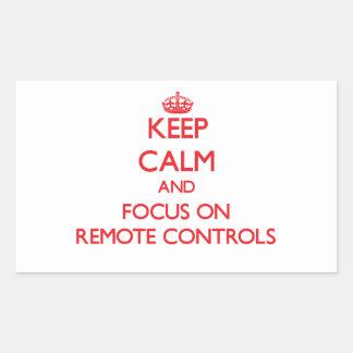 Gardez le calme et le foyer sur des télécommandes autocollant en rectangle