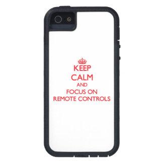 Gardez le calme et le foyer sur des télécommandes coques iPhone 5 Case-Mate