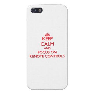 Gardez le calme et le foyer sur des télécommandes coque iPhone 5