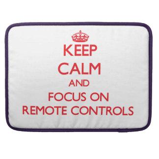 Gardez le calme et le foyer sur des télécommandes poches pour macbook