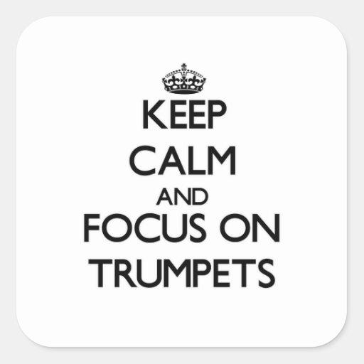 Gardez le calme et le foyer sur des trompettes stickers carrés
