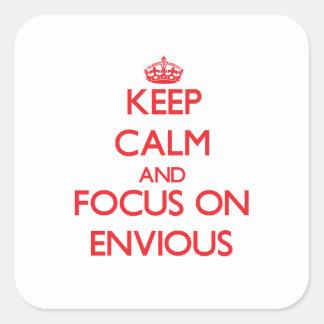 Gardez le calme et le foyer sur ENVIEUX Autocollants Carrés