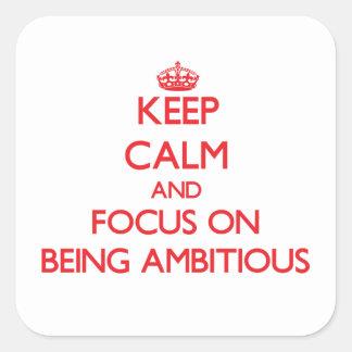 Gardez le calme et le foyer sur être ambitieux autocollants carrés