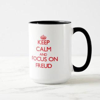 Gardez le calme et le foyer sur Freud Mugs