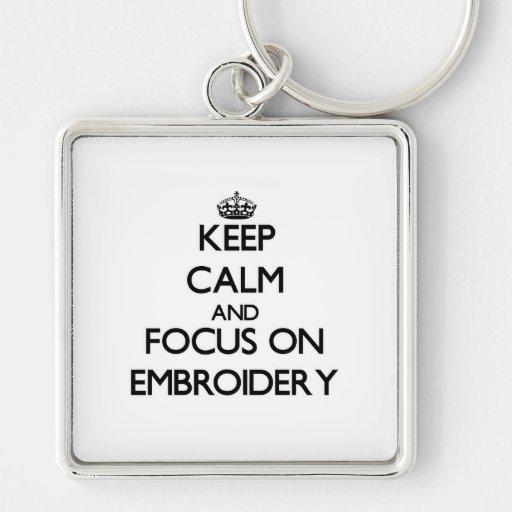 Gardez le calme et le foyer sur la BRODERIE Porte-clefs