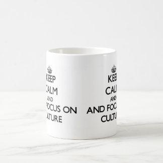 Gardez le calme et le foyer sur la culture mug