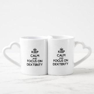 Gardez le calme et le foyer sur la dextérité mug amoureux