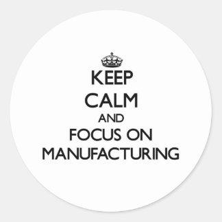 Gardez le calme et le foyer sur la fabrication autocollant rond