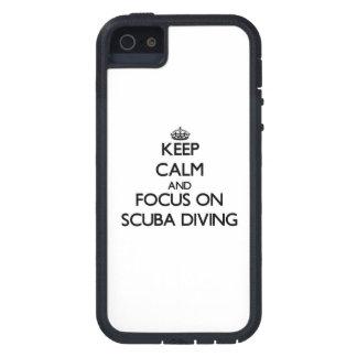 Gardez le calme et le foyer sur la plongée à l'air iPhone 5 case