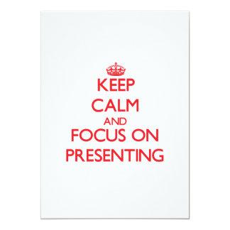 Gardez le calme et le foyer sur la présentation cartons d'invitation
