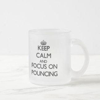 Gardez le calme et le foyer sur l'attaque subite mug en verre givré