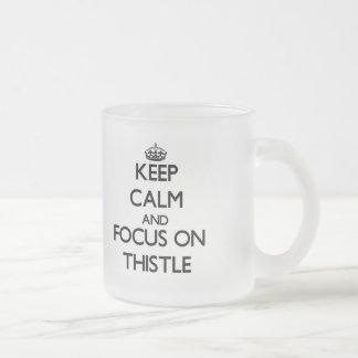 Gardez le calme et le foyer sur le chardon mug en verre givré