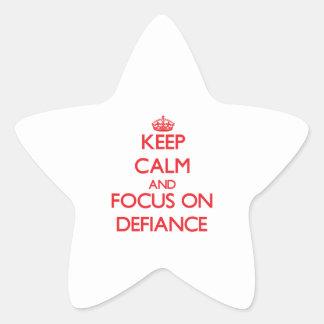 Gardez le calme et le foyer sur le défi autocollants en étoile